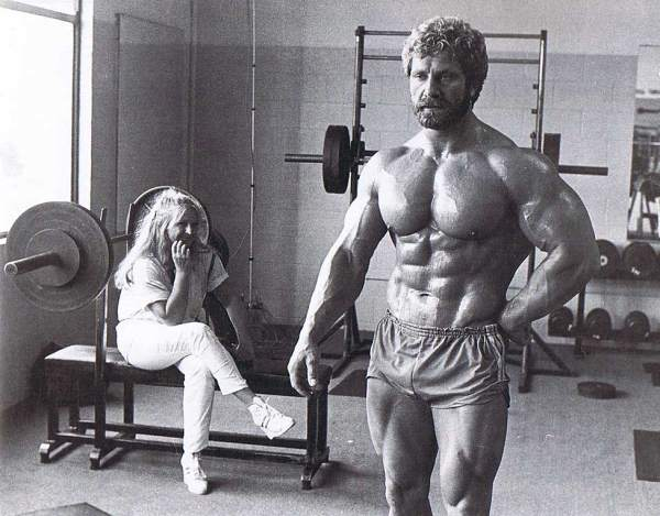 lady looking at muscle fast man